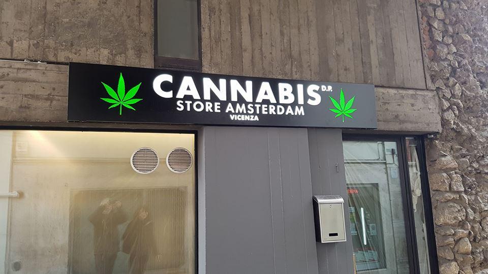 """Cannabis Store, il negozio di alimentari """"speciali"""" a due passi da ..."""