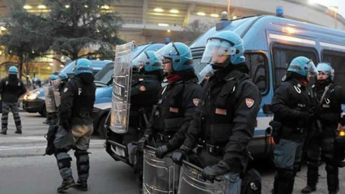 Milano, tensione a corteo antifascista
