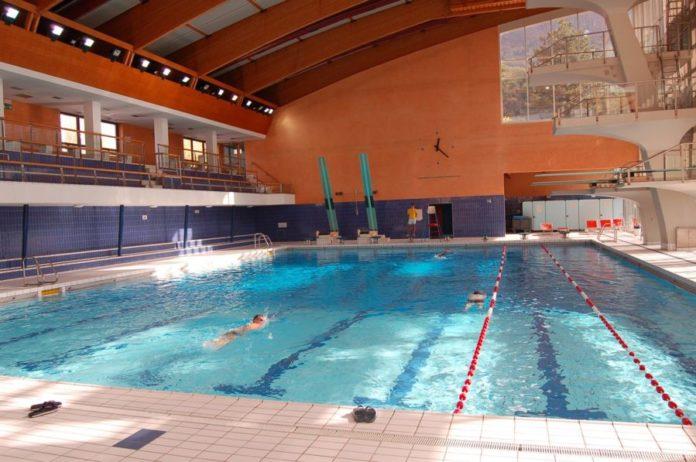 Rubano negli spogliatoi della piscina tirata d 39 orecchi per tre manolesta sotto i 15 anni l - Piscina arzignano ...