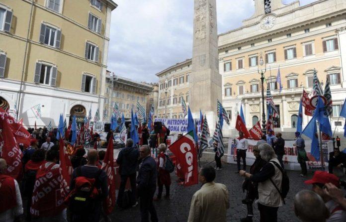 ROMA: Dall'Emilia-Romagna in 10mila per la manifestazione dei sindacati