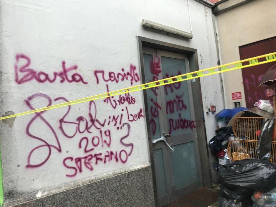 Scritte anti lega su pareti di casa del capolista di - Scritte sulle pareti di casa ...